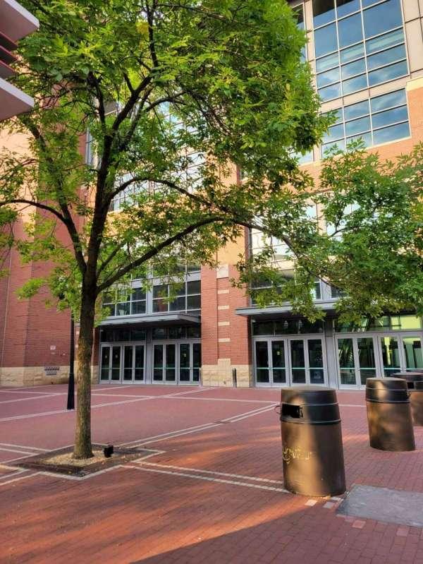 Nationwide Arena, secção: John H McConnell St Entrance