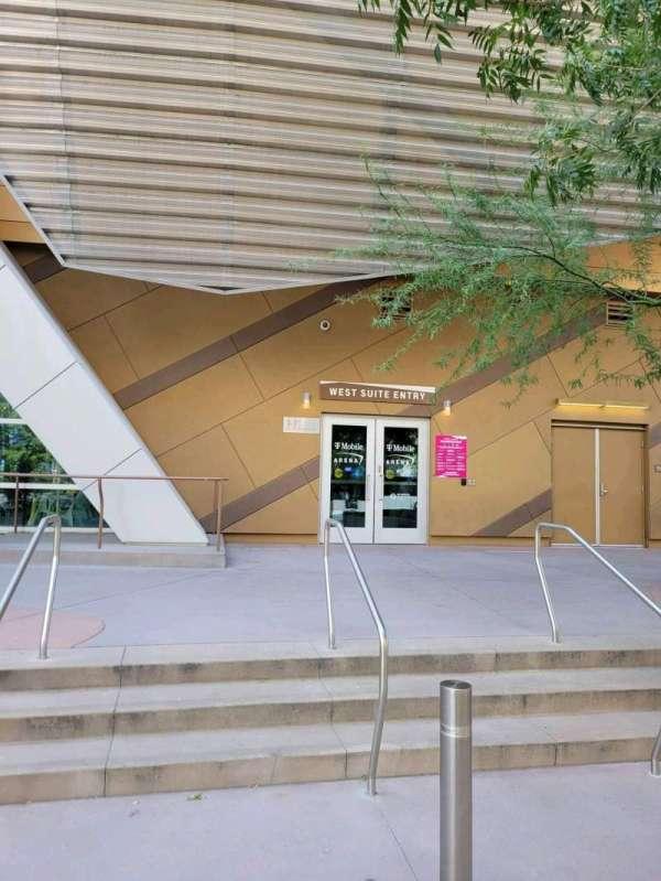 T-Mobile Arena, secção: West VIP Entry