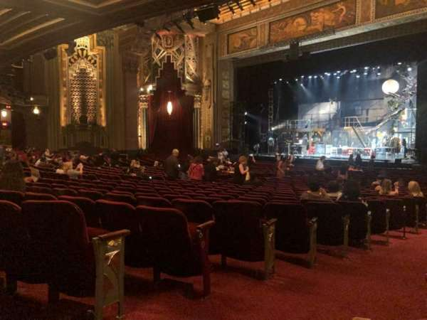 Hollywood Pantages Theatre, secção: Orchestra R, fila: QQ, lugar: 2