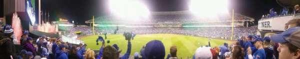 Kauffman Stadium, secção: 201, fila: F, lugar: 12