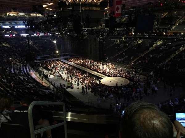 Madison Square Garden, secção: 202, fila: 4, lugar: 1