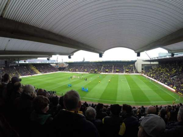 Vicarage Road, secção: Box