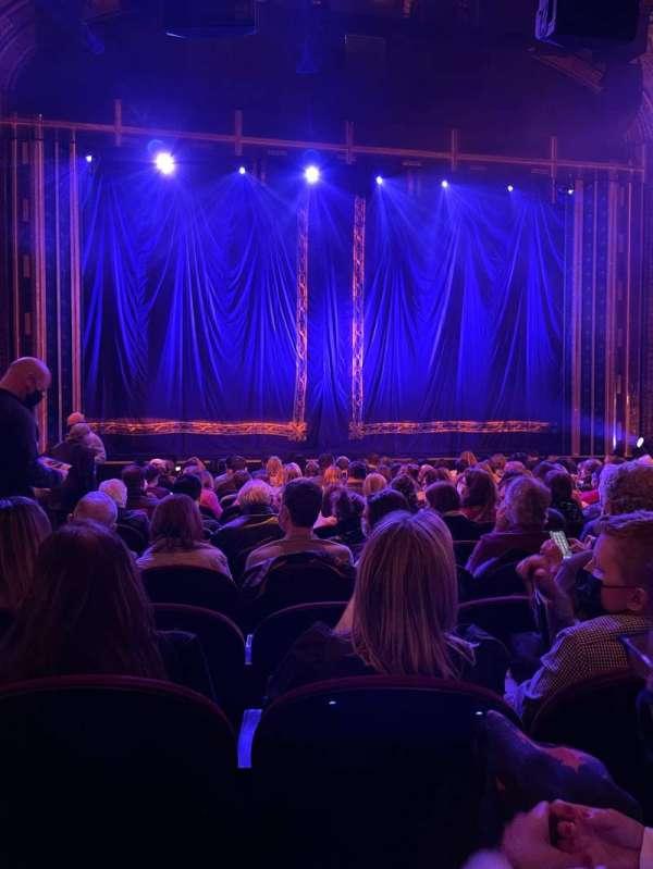 Brooks Atkinson Theatre, secção: Orchestra C, fila: N, lugar: 102