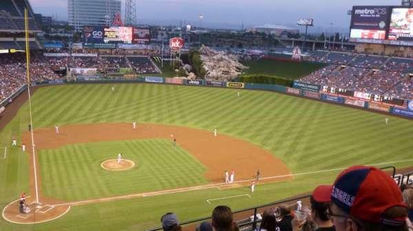 Angel Stadium, secção: 423, fila: G, lugar: 1