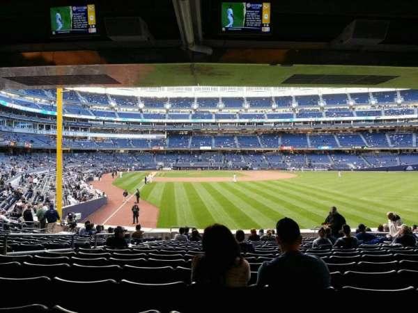 Yankee Stadium, secção: 106, fila: 26, lugar: 14