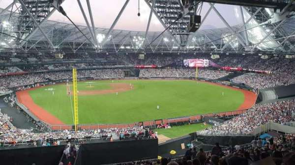 London Stadium, secção: 227, fila: 62, lugar: 728