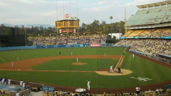 Dodger Stadium, secção: 117LG, fila: F, lugar: 1