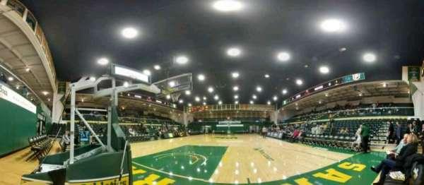 War Memorial Gymnasium, secção: north baseline, fila: 1, lugar: 1