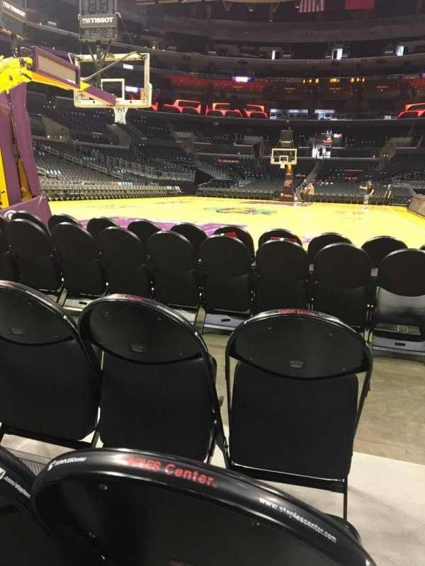 Staples Center, secção: 106, fila: D, lugar: 1