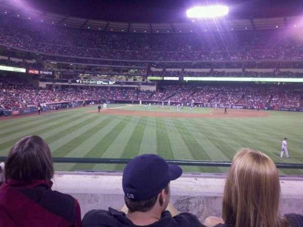 Angel Stadium, secção: 237, fila: c, lugar: 13