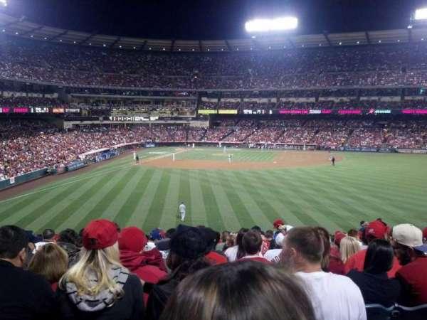 Angel Stadium, secção: P237, fila: ww, lugar: 5