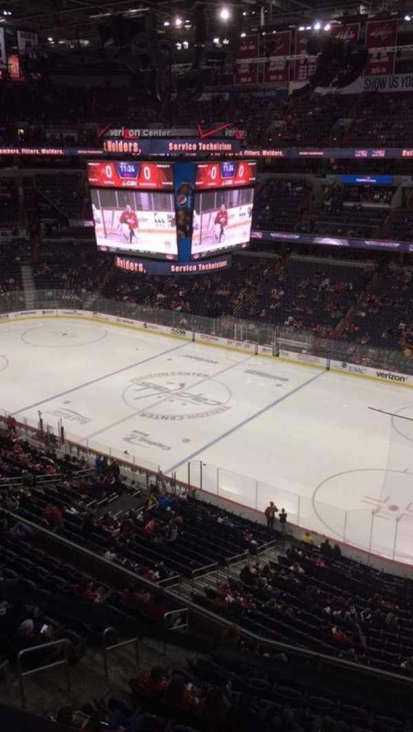 Capital One Arena, secção: 403, fila: A, lugar: 10