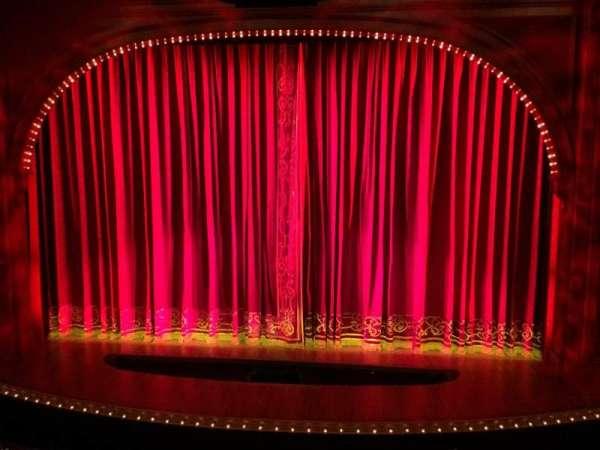 Shubert Theatre, secção: Mezzanine C, fila: A, lugar: 104
