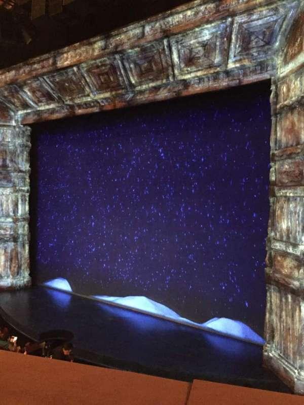 St. James Theatre, secção: Mezzanine Right, fila: A, lugar: 14