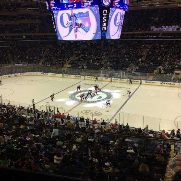 Madison Square Garden, secção: 212, fila: 1, lugar: 20