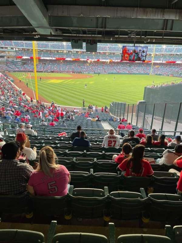 Angel Stadium, secção: 233, fila: WC, lugar: 7-8