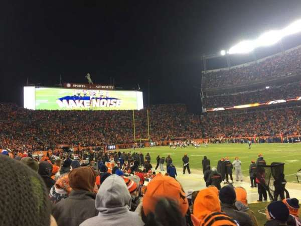 Broncos Stadium at Mile High, secção: 121, fila: 5, lugar: 6