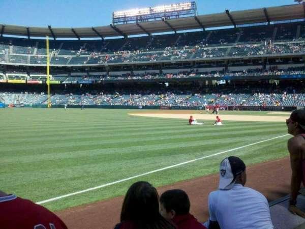Angel Stadium, secção: F106, fila: B, lugar: 9