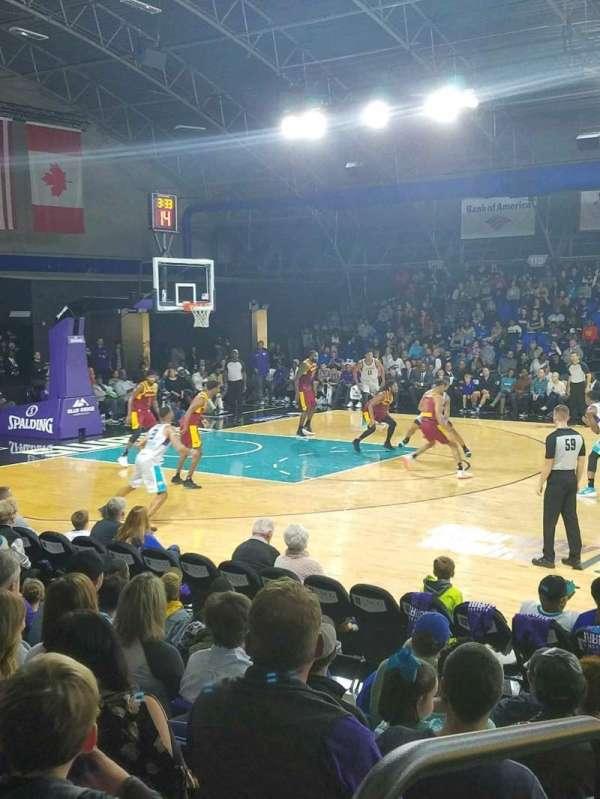 Greensboro Coliseum Fieldhouse, secção: 104, fila: H, lugar: 20
