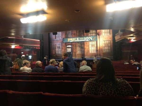 Adelphi Theatre, secção: Stalls, fila: T, lugar: 10