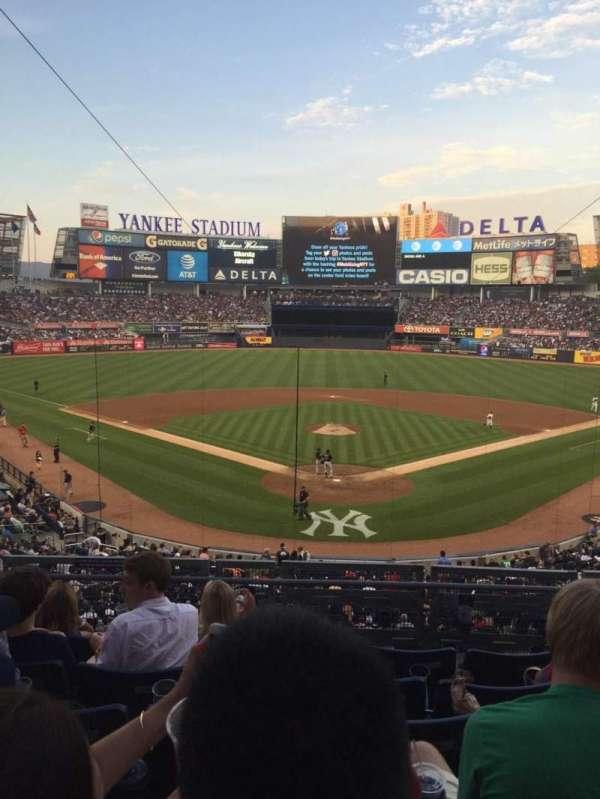Yankee Stadium, secção: 220B, fila: 6, lugar: 8