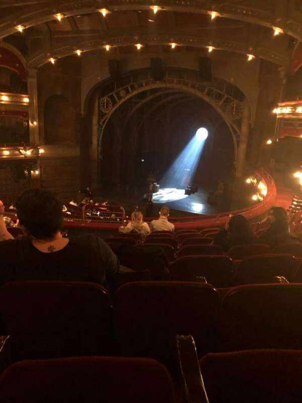 Lyric Theatre, secção: Dress Circle R, fila: H, lugar: 8