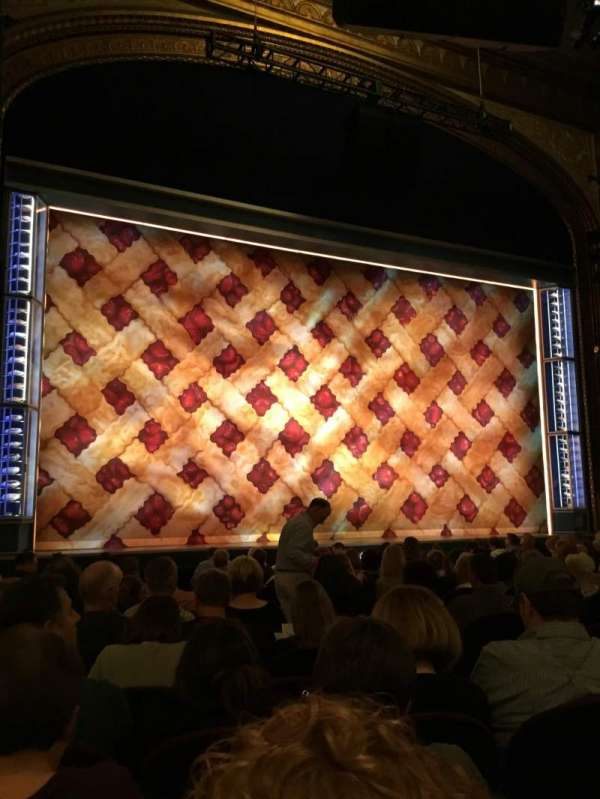 Brooks Atkinson Theatre, secção: Orchestra L, fila: M