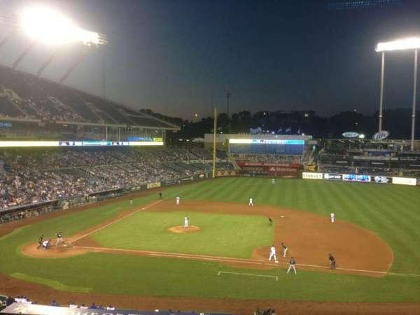 Kauffman Stadium, secção: 317, fila: C, lugar: 2