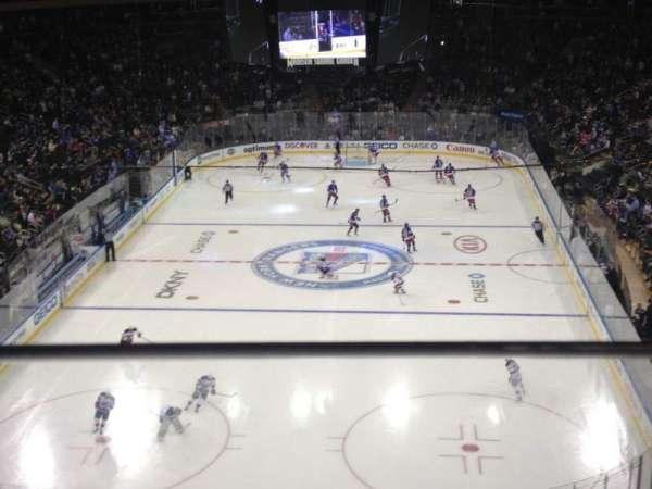 Madison Square Garden, secção: 417, fila: 1, lugar: 9