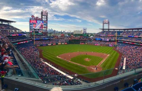 Citizens Bank Park, secção: 322, fila: 3, lugar: 12