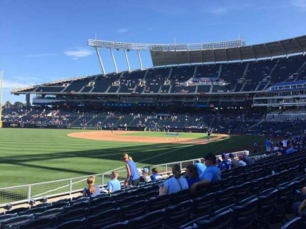 Kauffman Stadium, secção: 110, fila: N, lugar: 12
