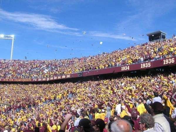 TCF Bank Stadium, secção: 135, fila: 17