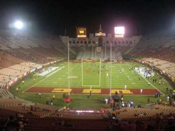 Los Angeles Memorial Coliseum, secção: 214, fila: 9, lugar: 13