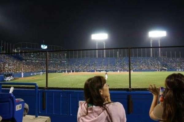Jingu Stadium, secção: Outfield Reserved C, fila: 3, lugar: 1