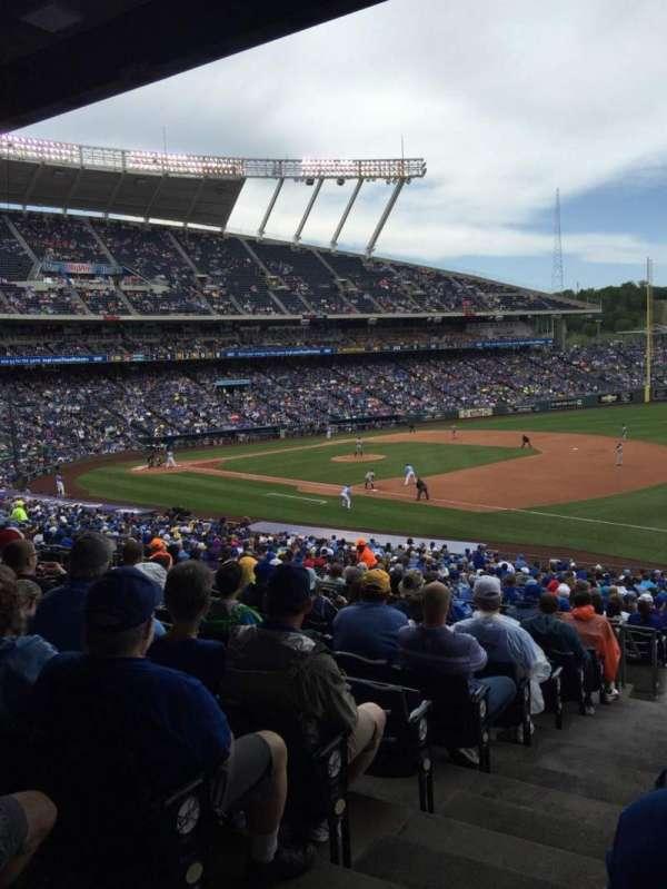 Kauffman Stadium, secção: 241, fila: LL, lugar: 1-4