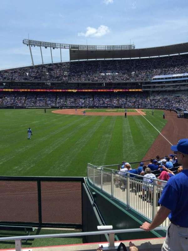 Kauffman Stadium, secção: 106, fila: C, lugar: 10