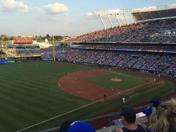 Kauffman Stadium, secção: 405, fila: C, lugar: 5-7