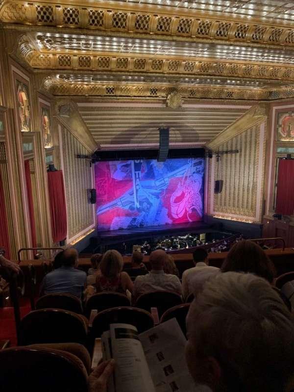Lyric Opera House, secção: DC, fila: G, lugar: 30