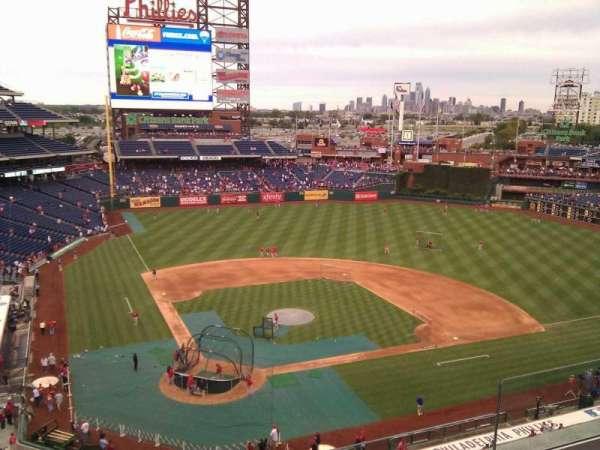 Citizens Bank Park, secção: 318, fila: 4, lugar: 6