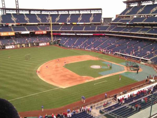 Citizens Bank Park, secção: 329, fila: 2, lugar: 8