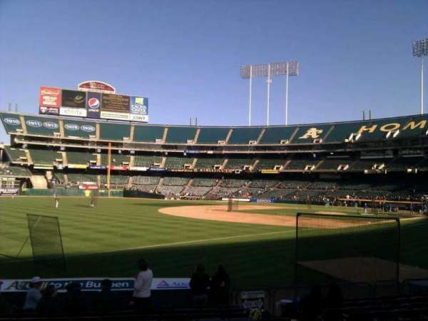 Oakland Coliseum, secção: 128, fila: 12, lugar: 7