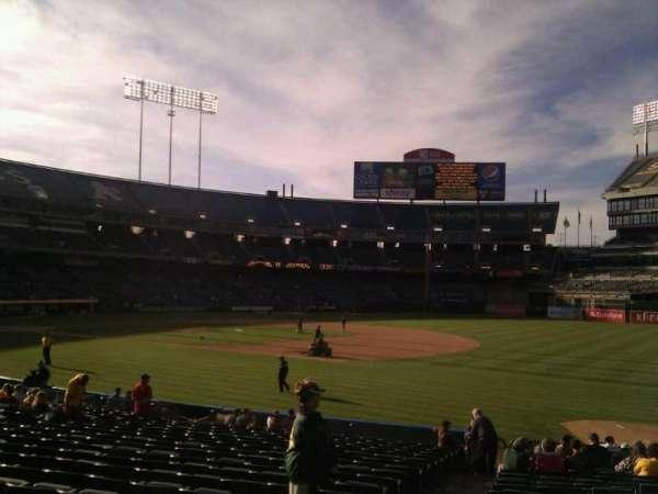 Oakland Coliseum, secção: 108, fila: 20, lugar: 17