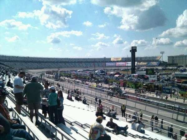 Dover International Speedway, secção: 243, fila: 30, lugar: 9