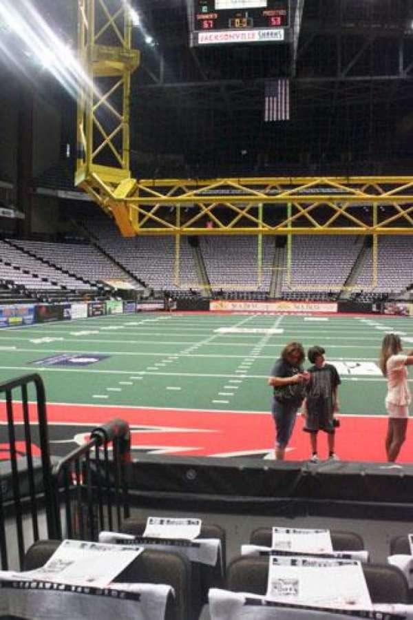 VyStar Veterans Memorial Arena, secção: 119, fila: C, lugar: 9