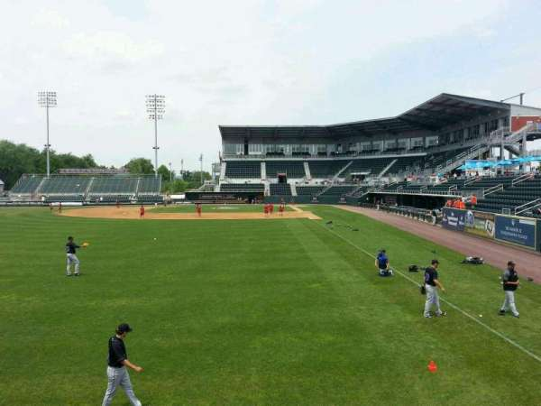 FNB Field, secção: 402, fila: 4, lugar: 8