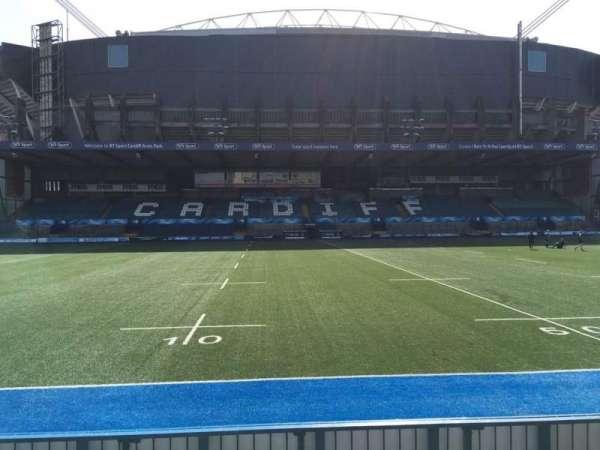 Cardiff Arms Park, secção: Standing 13, fila: 10