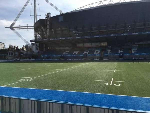 Cardiff Arms Park, secção: Standing 12, fila: 10