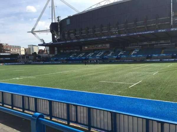 Cardiff Arms Park, secção: Standing 11, fila: 10