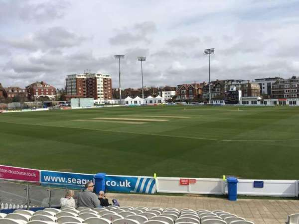 County Cricket Ground (Hove), secção: E, fila: M, lugar: 90