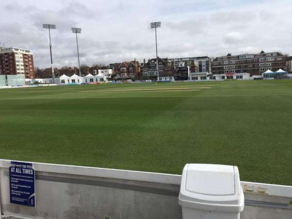 County Cricket Ground (Hove), secção: Grand Stand, fila: A, lugar: 7